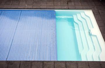 Volet et bâche à barre pour piscine autour de Bordeaux